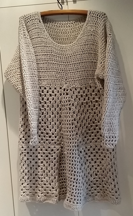 grå virkad tunika i yllegarn / crochet long sweater in grey wool