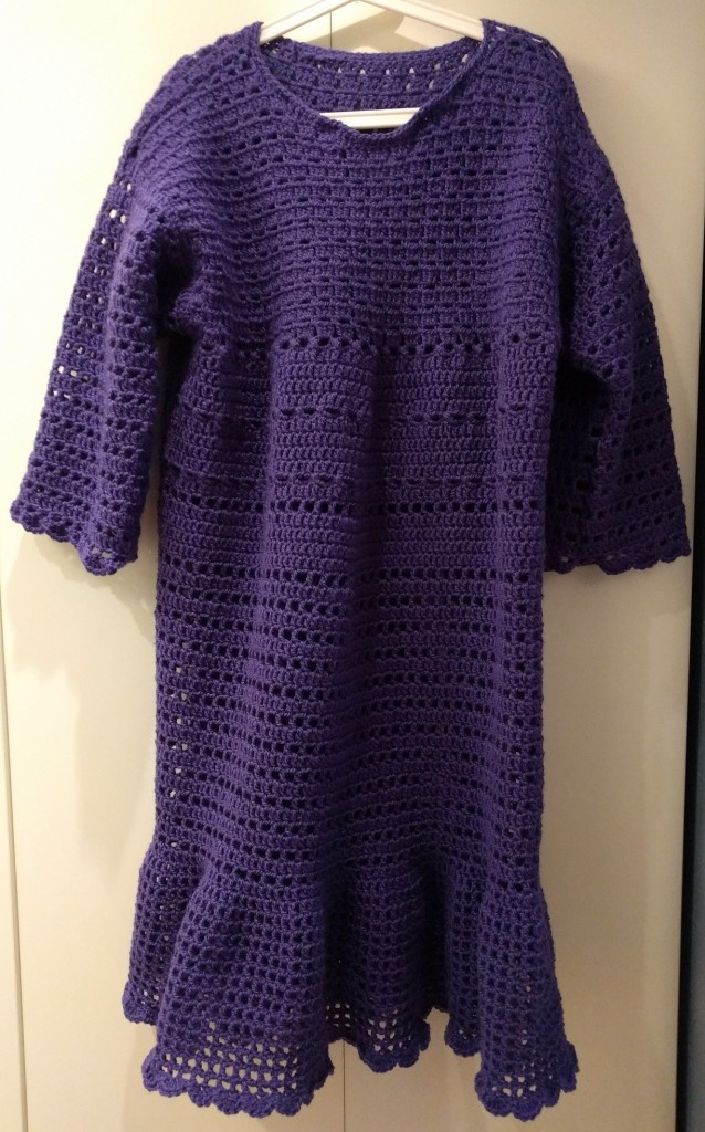 lila virkad vinterklänning purple crochet winter dress